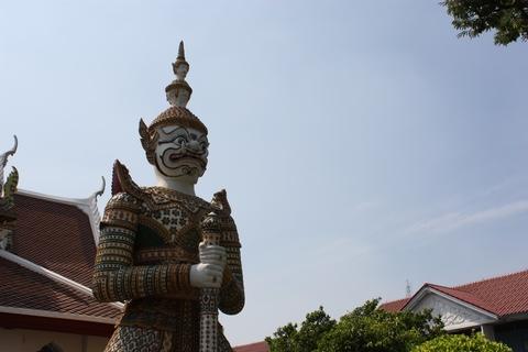 bangkok-wat-arun-big-statue-guardian