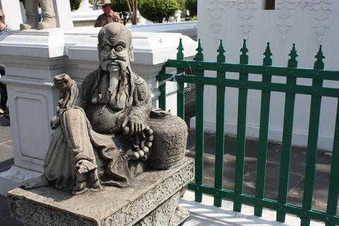 bangkok-wat-arun-small-statue-guardian