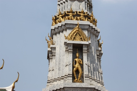 bangkok-wat-pho-golden-warriors-in-stupa