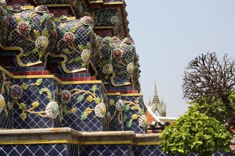 bangkok-wat-pho-stupa-details-elephants