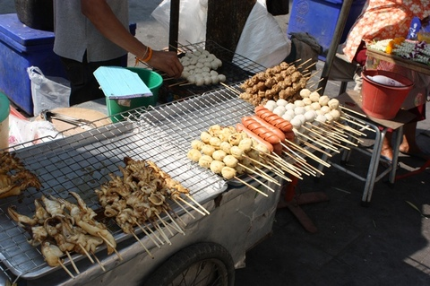 food-on-the-streets-of-bangkok